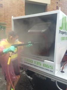 bin-cleaning-with-hot-water